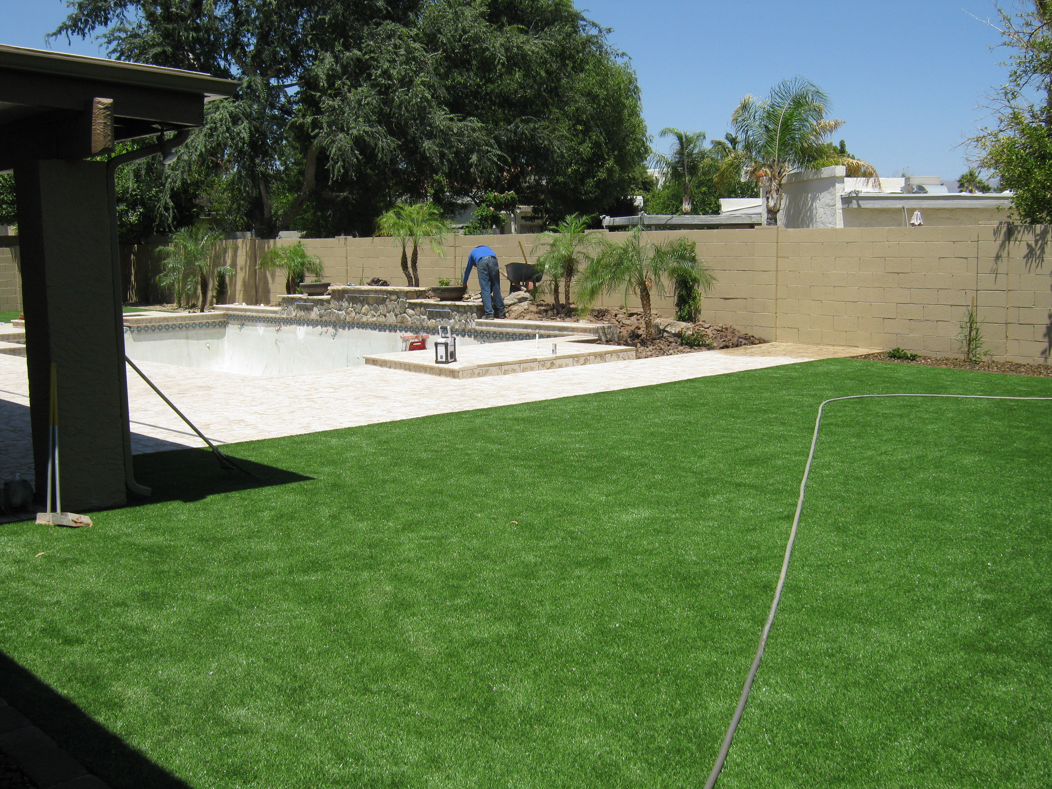 artificial turf and putting greens rolling rock landscape